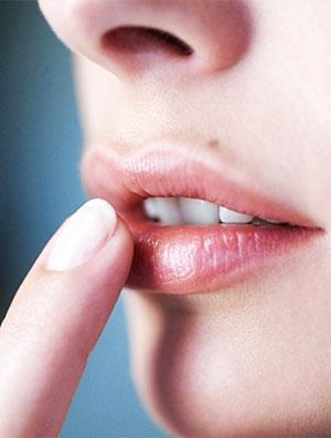 сухие губы